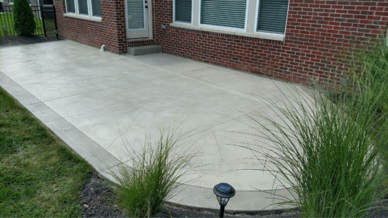 Light Oxford Patio with Border